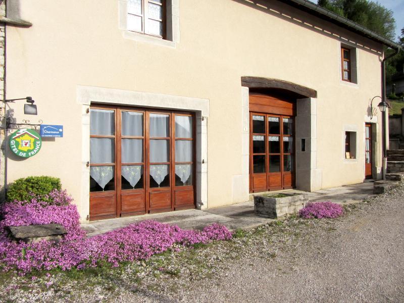 ORGELET (39), à vendre maison 189 m² avec 4 suites parentales, exploitable chambres d'hôtes.