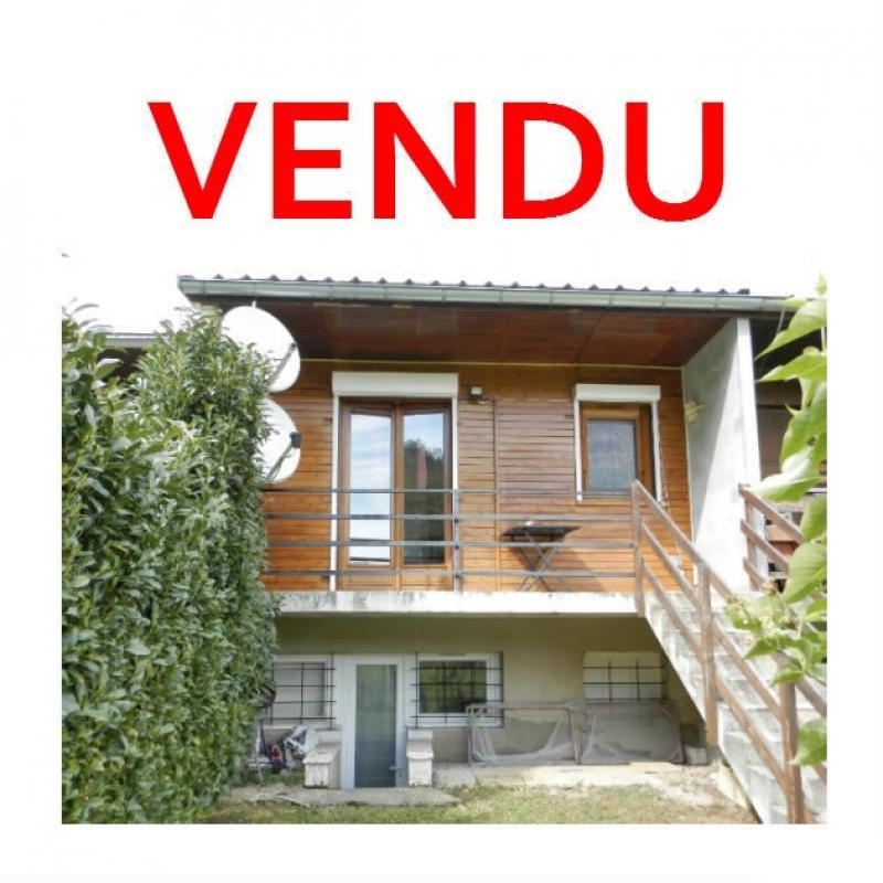 LONS LE SAUNIER (39), à vendre pavillon T2 de 35.82 m², cour et jardin privatifs.