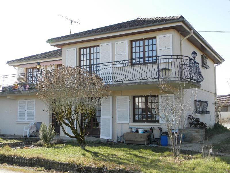 BLETTERANS (39), � vendre maison familiale 215 m�, sur terrain 1284 m�.