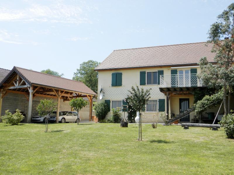 Secteur BRAINANS (39), � vendre maison 127 m� id�ale passionn�s �quid�s, terrain avec vue 14691 m�.
