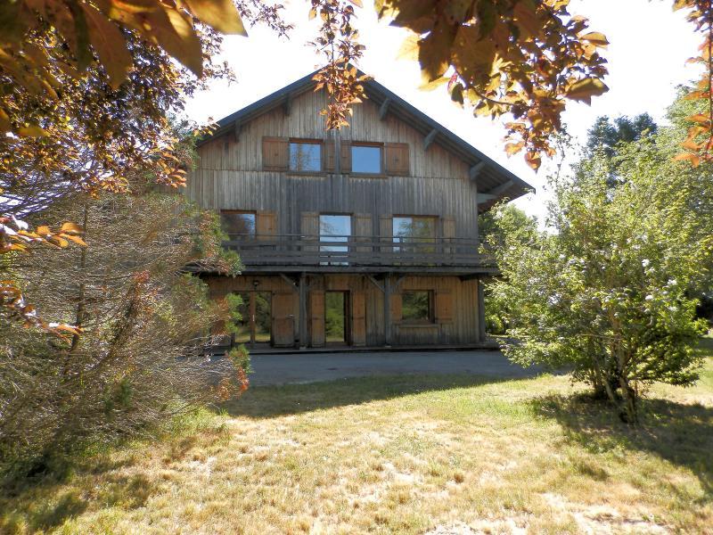 Secteur DOUCIER (39130), à vendre maison-chalet 170 m², six chambres, terrain 2260 m².