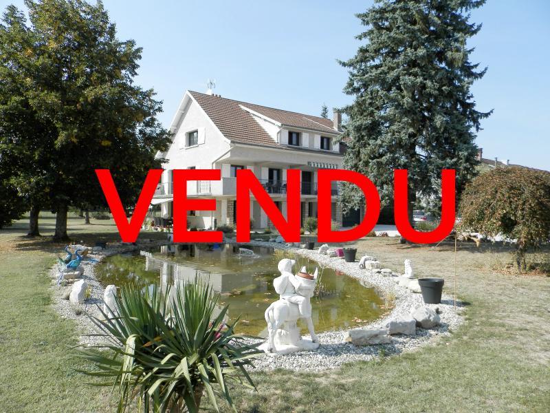 LONS LE SAUNIER (39) à 15 minutes, à vendre maison rénovée 300 m², 3 logements, terrain 13292 m².