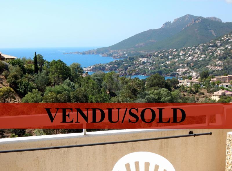 Th�oule sur Mer (06 Alpes Maritimes), � vendre studio, vue mer panoramique, terrasse 9m50 plein SUD.