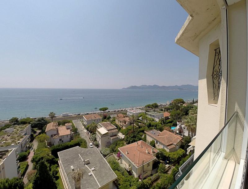 Cannes (06) à vendre appartement d'exception dans monument classé avec vue mer panoramique.