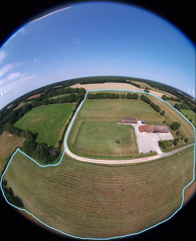 Proche Mervans, � vendre ferme bressane r�nov�e sur terrain de plus de 6 hectares.