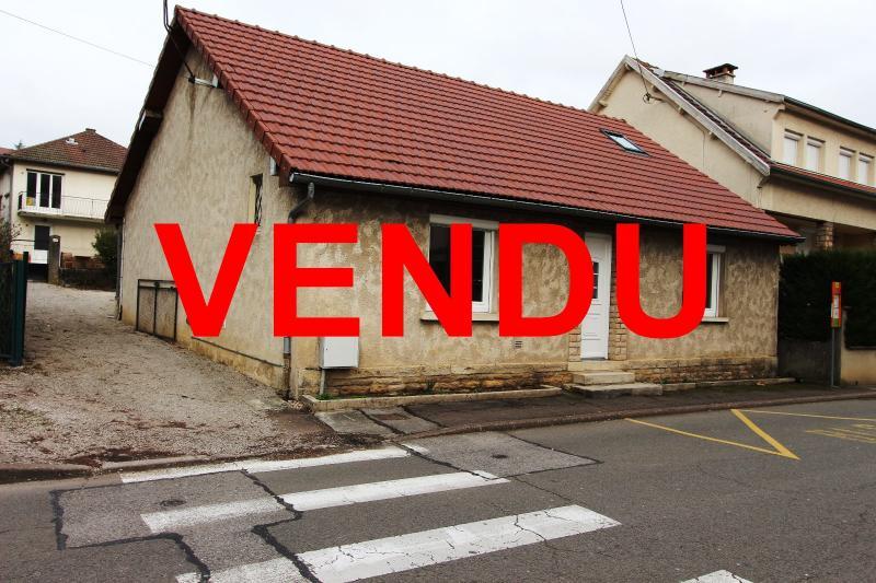 Lons-le-Saunier centre-ville (39 JURA), � vendre maison de ville de 6 pi�ces sur 239 m� de terrain.