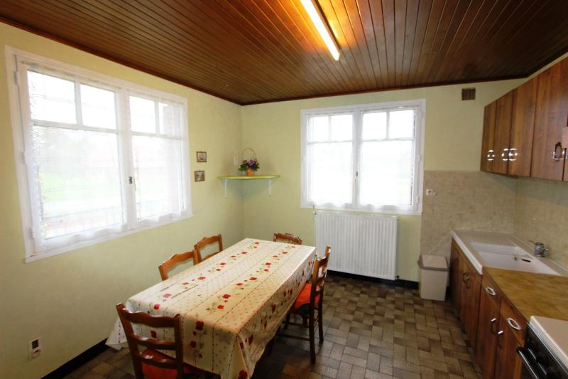 Secteur Bletterans, � vendre maison sur sous-sol avec 2460 m� de terrain.