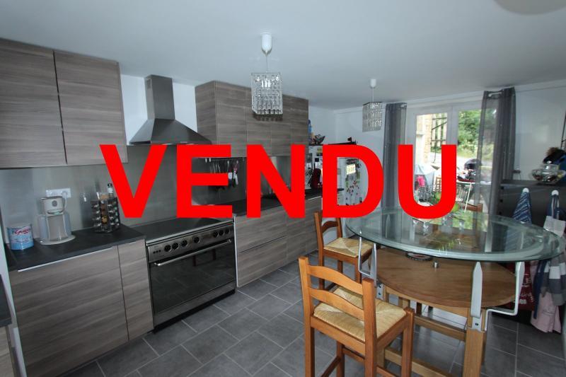 Perrigny (39 JURA), � vendre maison comprenant de 2 logements ind�pendants avec jardin et garage.