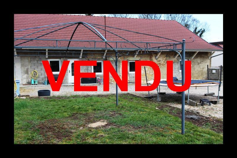 Villevieux (39 JURA), � vendre maison de plain-pied avec 2 chambres sur environ 800 m� de terrain.