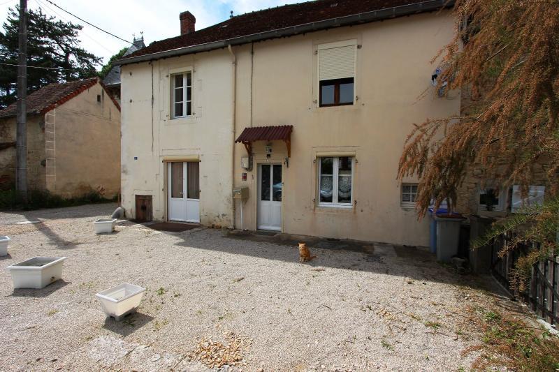A vendre maison de village, 3 chambres, 553 m� de terrain, au sud de  Lons-le-Saunier.