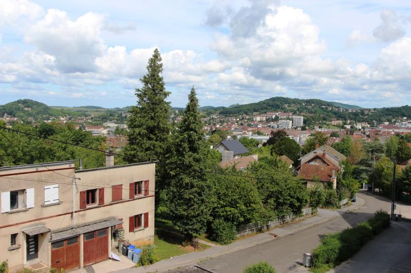 Lons-le-Saunier centre, � vendre appartement T4 avec garage et cave.