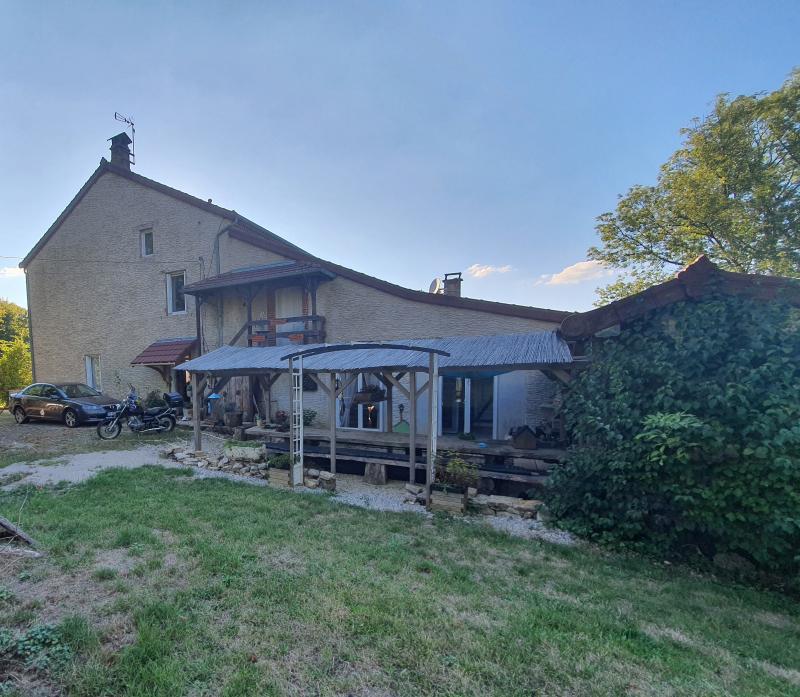 LONS LE SAUNIER, à vendre Maison en pierre, chambres d'hôtes sur le premier plateau du Jura.