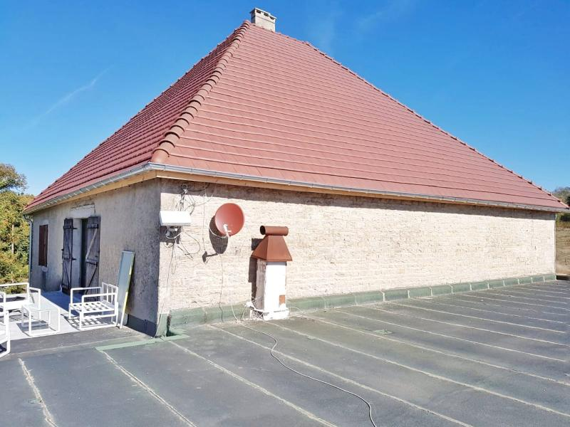 A vendre grande maison en pierre 1er plateau du JURA LONS LE SAUNIER région des lacs.