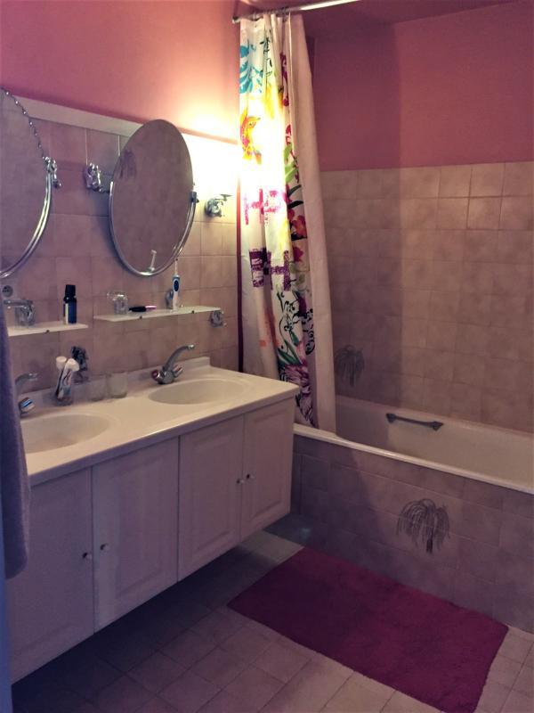SDB chambre 3 douche et WC séparer