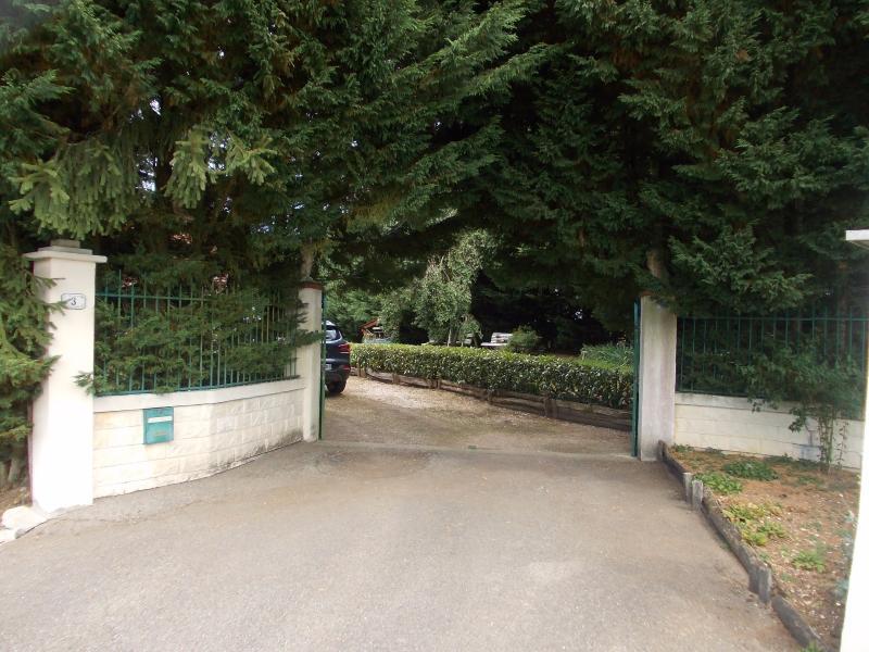Secteur Chaussin, vends maison (ferme) de 5 pi�ces, 130m�, annexe, sur 2500m� de terrain clos