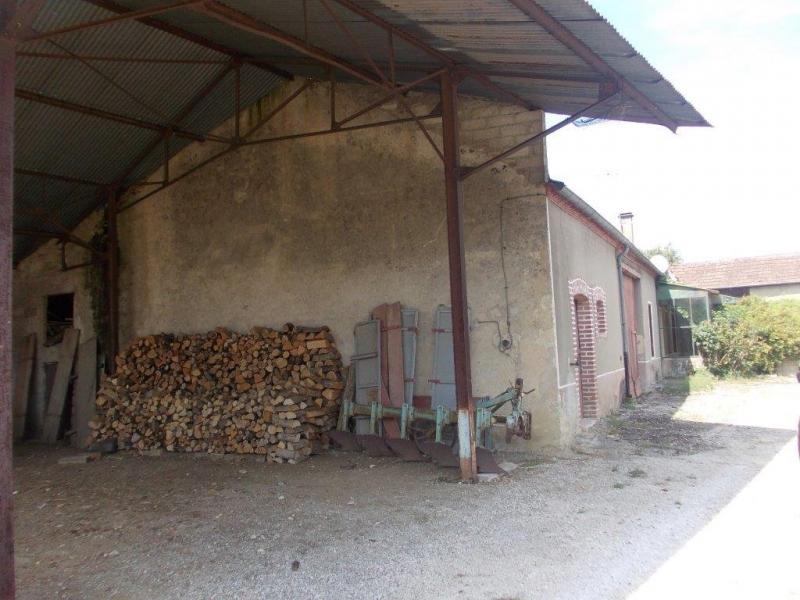 Secteur Chaussin, vends corps de ferme 5 pi�ces, 91m�, 1800m� de terrain avec d�pendances
