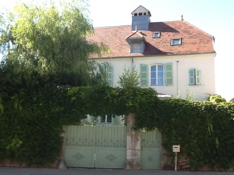 Sect. Cramans, vends grande maison avec g�te 8 + 4 pi�ces, 140 + 65m� sur 2400m� de terrain clos