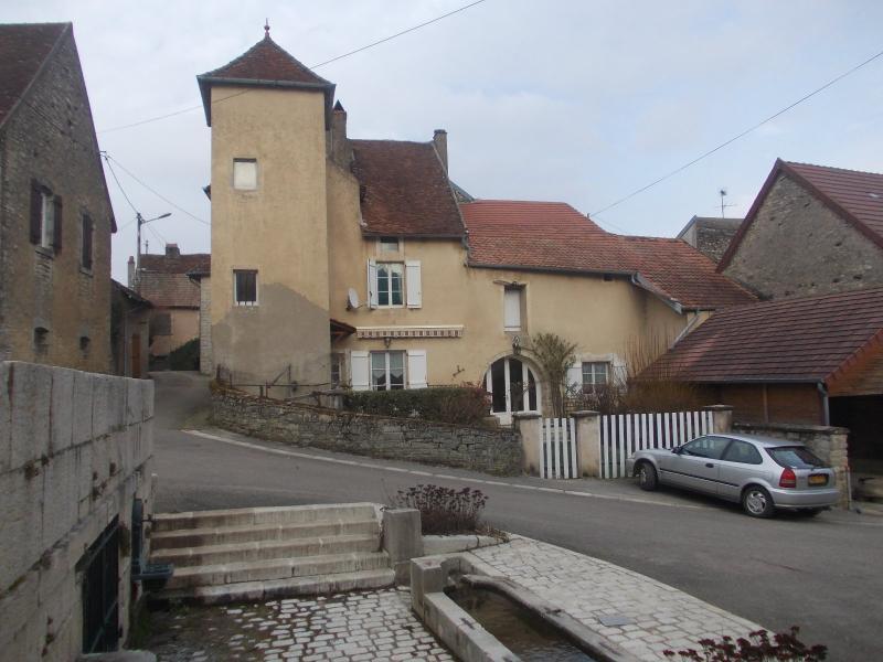 Secteur Dole, vends charmante maison de vigneron de 7 pi�ces, 108m� sur 500m� de terrain clos