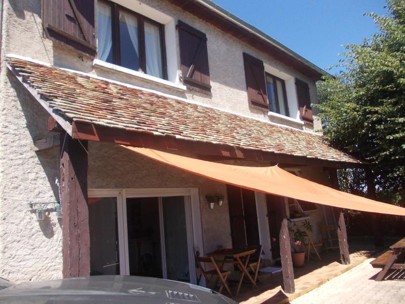 Secteur Chaussin, vends agr�able maison de 6 pi�ces, v�randa, 180m� sur 500m� de terrain clos
