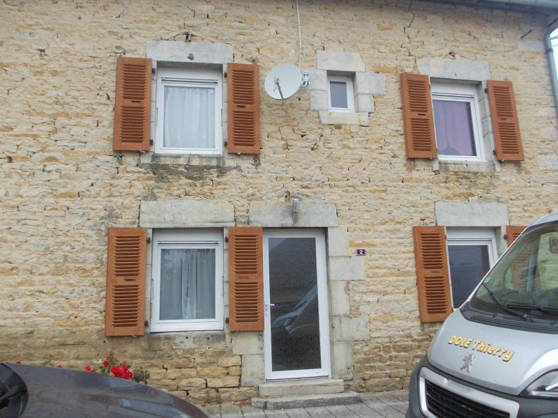 Salins les Bains vends belle maison de pierres, 5 pi�ces, 130m�, d�pendances sur 1200m� de terrain.
