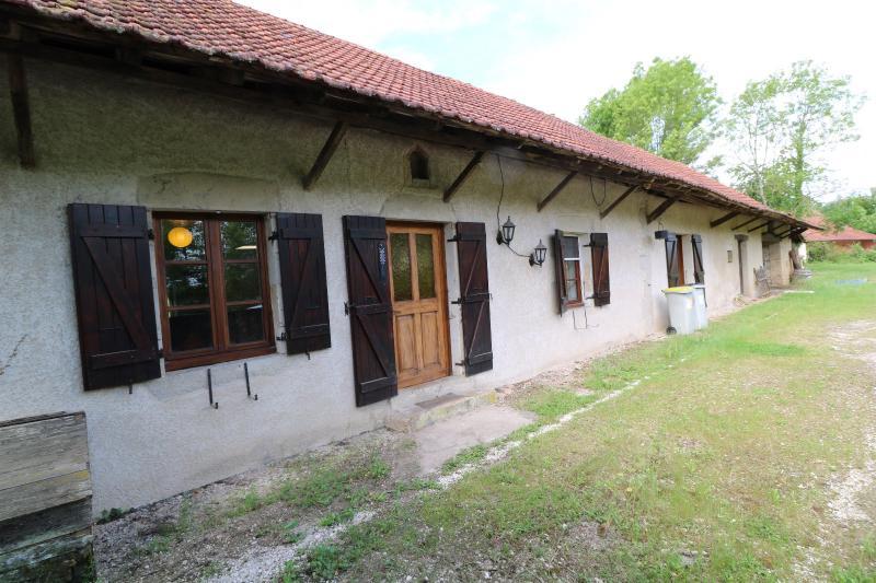 Chaussin à 2 kms vends ancienne ferme restaurée de 6 pièces, 132m² sur 2500m² de terrain clos.