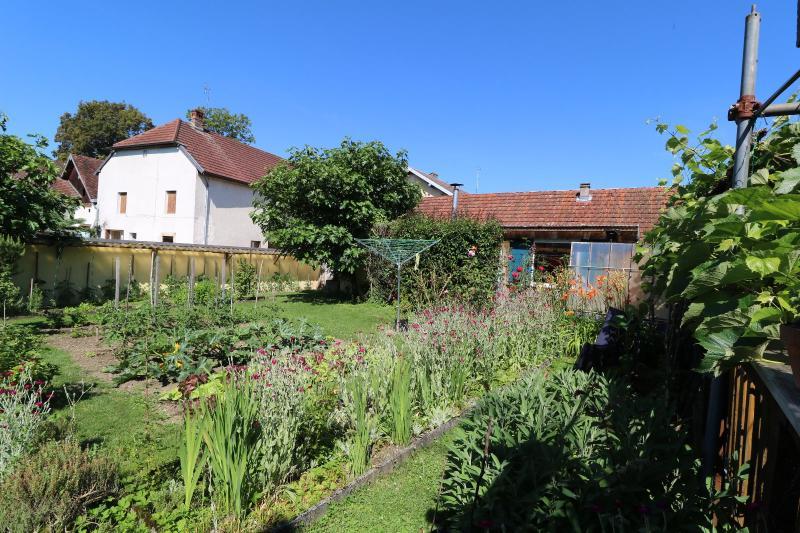 Proche Arc-et-Senans, maison ancienne 13 pièces, 290m² terrain clos et aménagé de 940m².