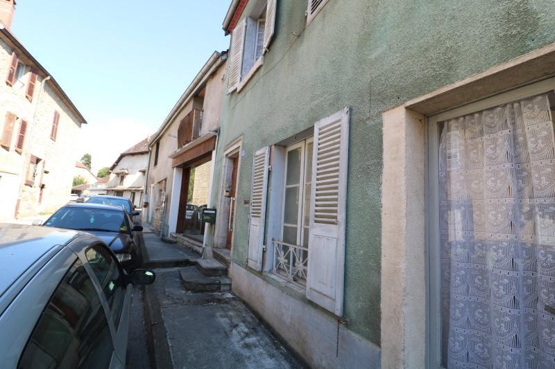 Sellières centre vends immeuble à restaurer de 3 appartements, 200m², garage, atelier , cour