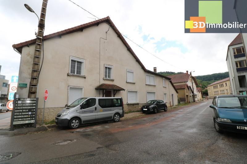 Poligny centre vends maison de ville de 7 pièces, 130m² habitables sur 200m² de terrain et garage.