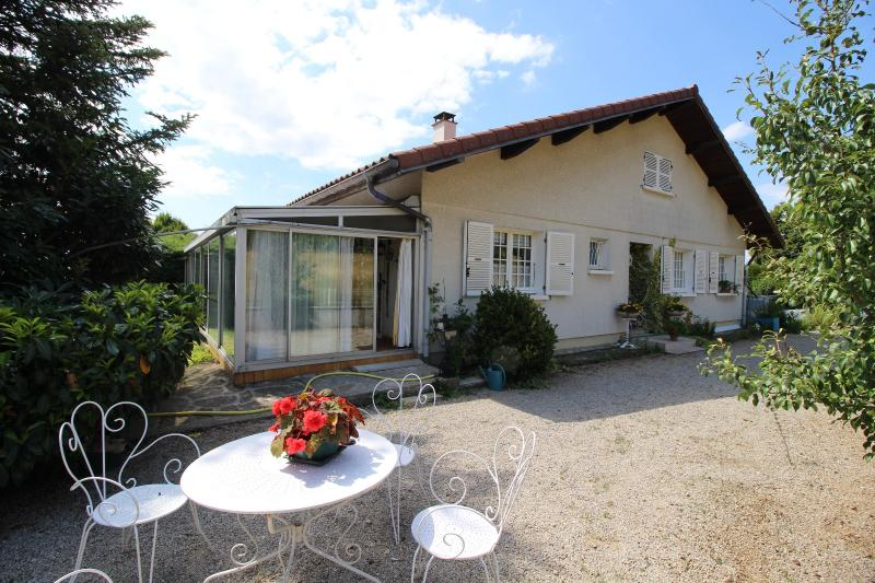 VENTE ST AMOUR-(39160), MAISON de 150 m� env.3 chambres, garages, v�randa, terrasse, terrain 3360 m�