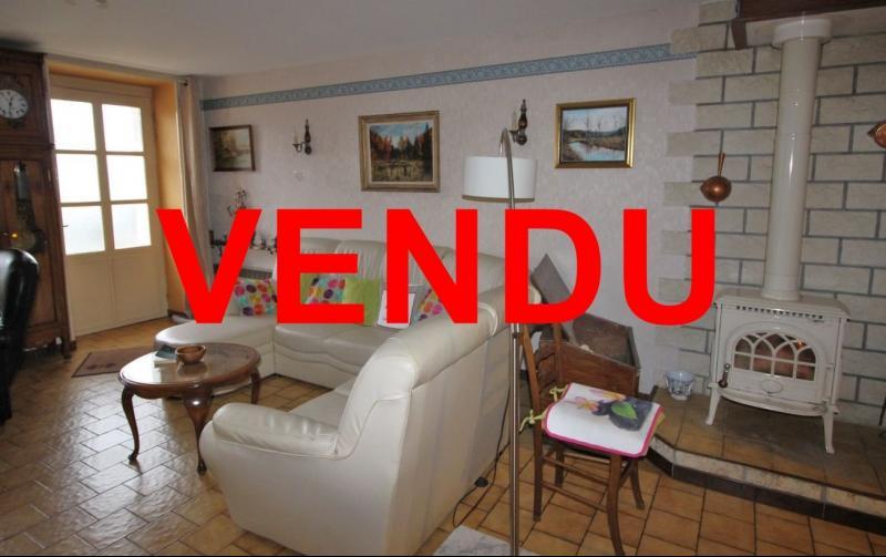 VENTE LONS-LE-SAUNIER (39-JURA), MAISON DE VILLAGE sur sous-sol, 2 chambres, 100 m� de jardin env.