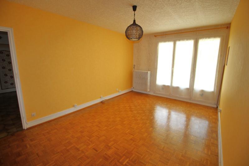 VENTE LONS-LE-SAUNIER (39-JURA), VENDS APPARTEMENT 76 m� env, 3 chambres, balcon, garage, 1er �tage