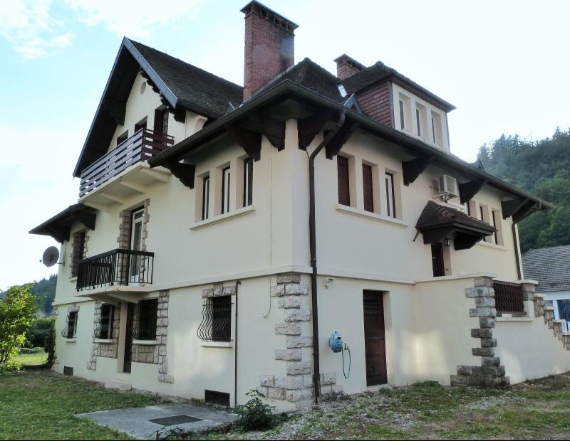 MOIRANS-en-MONTAGNE 39260 JURA Proche Lacs vends Belle Villa 290m�env. possibilit� 2 � 3 logements