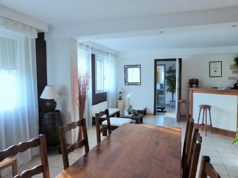 LONS LE SAUNIER 39000 JURA Vend grande MAISON INDEPENDANTE 2 appartements id�ale PROFESSIONNEL.