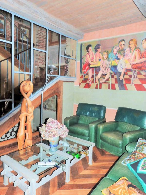 Bureau avec vue sur l'escalier