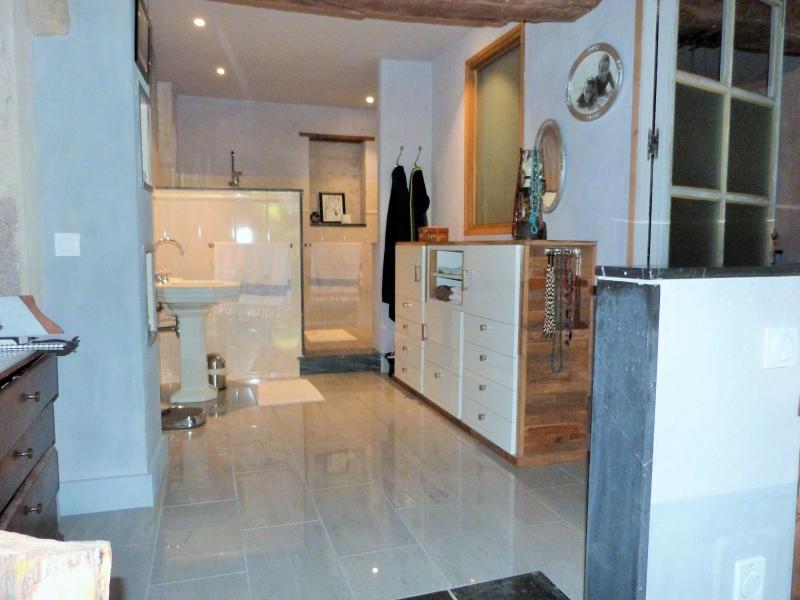Chambre 2: salle de bains