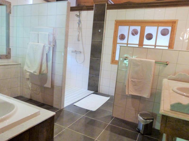 Chambre 4: salle de bains