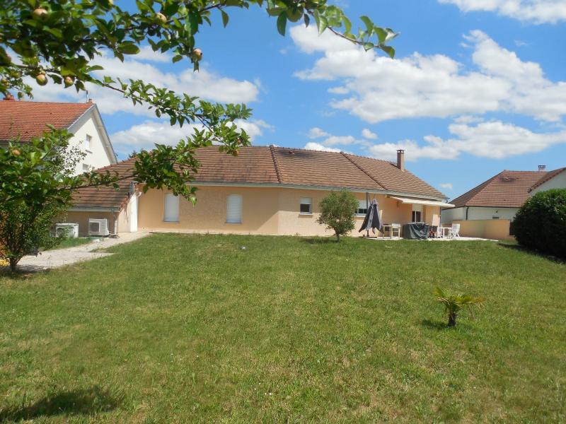 AUXONNE (21130), � vendre Maison contemporaine, 4 chambres plain-pied, piscine terrain clos.