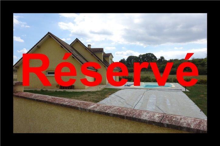 DOLE, à vendre maison contemporaine de 3 chambres, piscine, terrain 8000 m² rapport locatif attenant