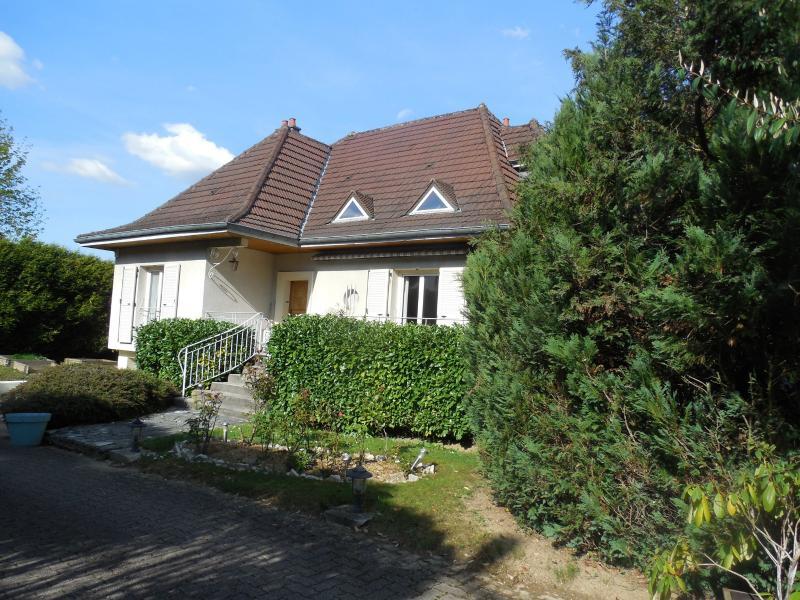 DOLE, vends Maison de qualité de 150 m² proche centre ville 3 chambres, terrain clos et arboré.