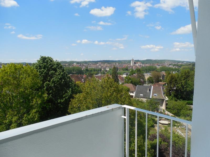 DOLE, � vendre appartement T4 en parfait �tat, balcon, double vitrage, quartier pris�, ascenseur.