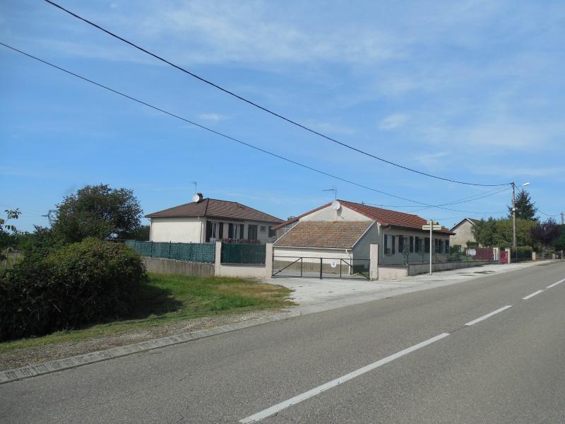 DOLE, 39100, vends Ensemble de deux maisons,  terrain 8800 m�, 6 chambres,  jardin, potager, calme.