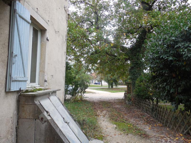 SAINT-AUBIN, 39410, Appartement 2 chambres 4 pièces, rez de jardin 300 m² jardin, parking, cave