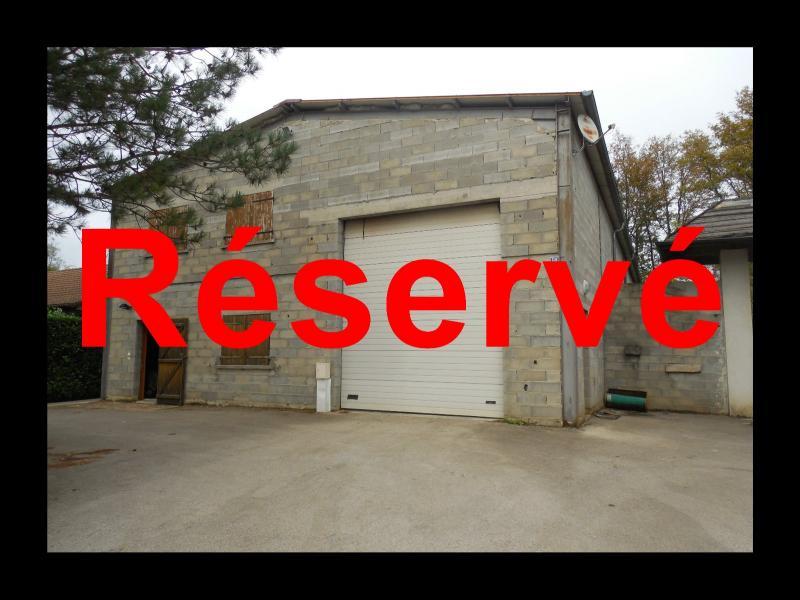 SAINT VIT, 25410, Garage municipaux de 300 m�, avec appartement de fonction 160 m� sur 3000 m�.