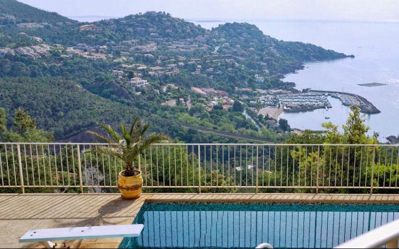 Th�oule sur Mer (06 Alpes Maritimes), a vendre villa de 320 m2, vue mer panoramique �poustoufflante.