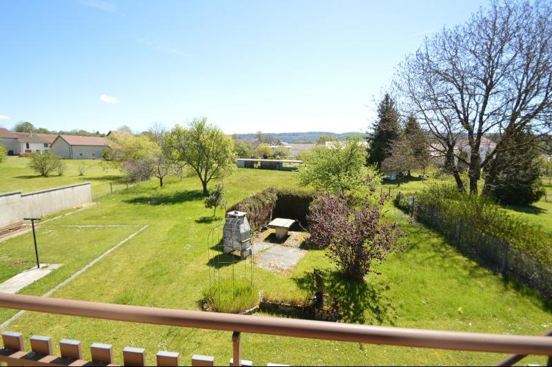 Thoiria, Proche Clairvaux les lacs, tr�s agr�able maison de village 3 chambres et 1700 m� terrain.