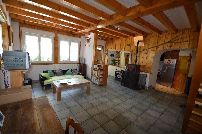 Proche Clairvaux les lacs, maison 85 m� en bon �tat avec 3 chambres et un garage/atelier.