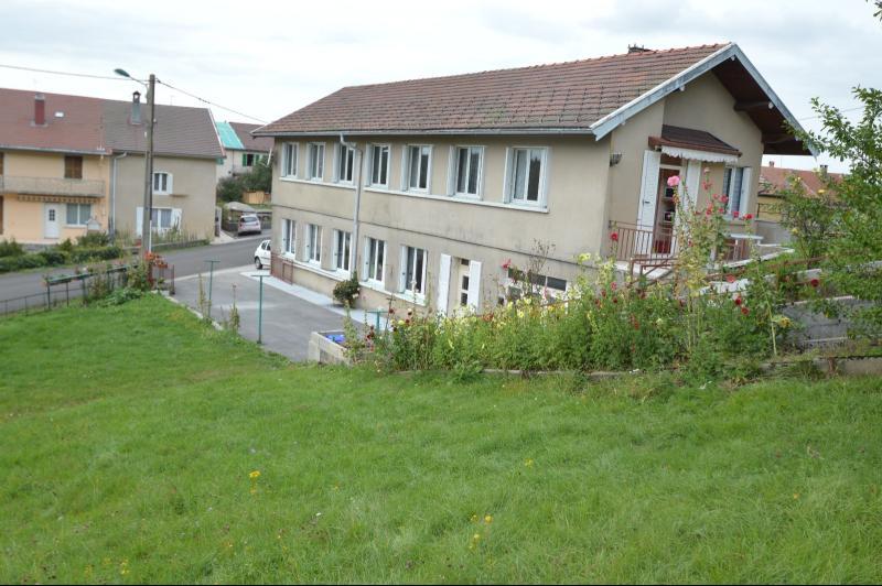 ETIVAL, entre Clairvaux les lacs et Haut Jura, maison actuellement 2 g�tes sur un ancien atelier.