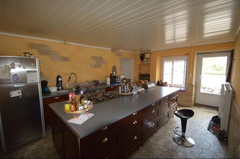 Proche de Clairvaux les lacs, Grand maison individuelle 4 chambres, avec beau terrain constructible.