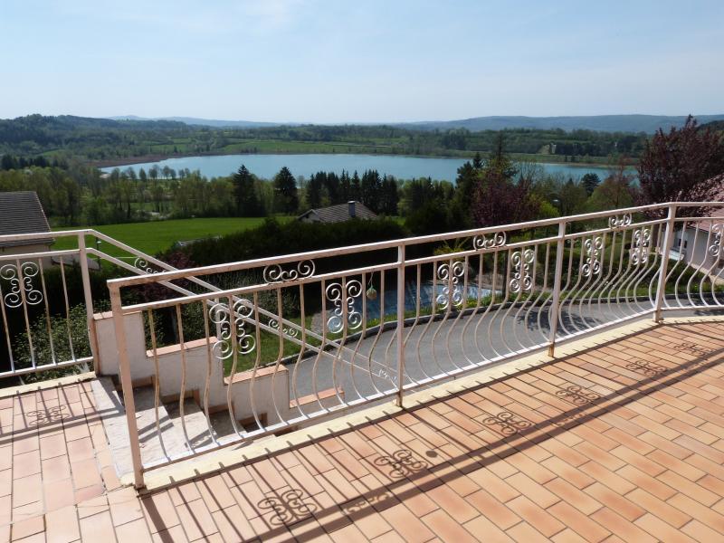 Clairvaux les lacs (JURA) vends Maison r�nov�e avec vue exceptionnelle sur lacs et relief jurassien.