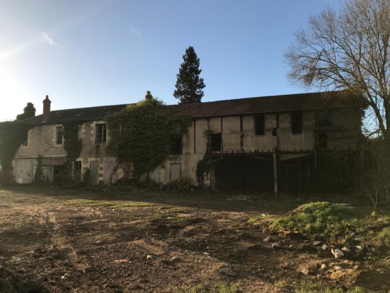 Bâtiment ancien d'environ 400 m2 à rénover